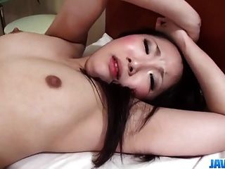Yuu sakura modelo morena goza de pau gorda na vagina