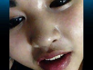 excêntrica garota asiática quase apanhada por sua mãe