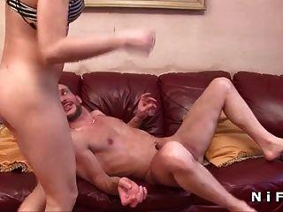 Francesa morena anal anal fodida e jizzed em sua boca