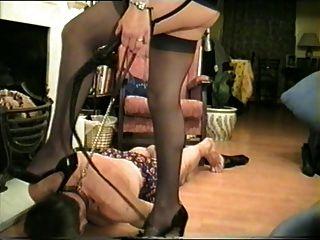 Madame cruel com novo escravo.