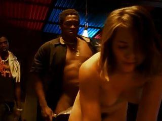 Cuckold brasileiro vê sua esposa ficar gangbanged