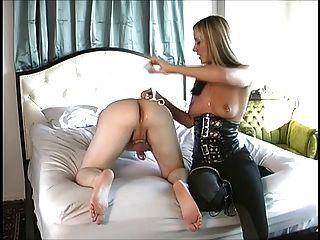 maitresse dá uma ótima massagem de próstata