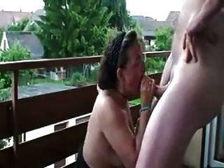 senhora madura estava excitada por um quickie comigo na varanda do tha
