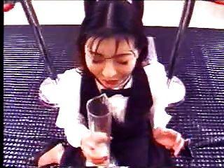 garota japonesa bebe muita fetiche