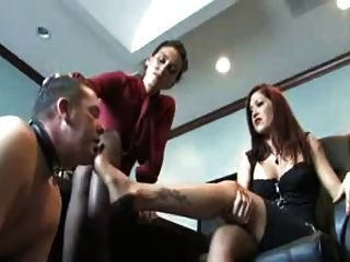 duas senhoras humilhadas escravas