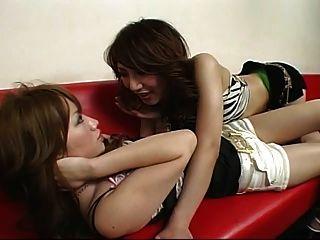clube de dança de lésbica japonesa com short curto