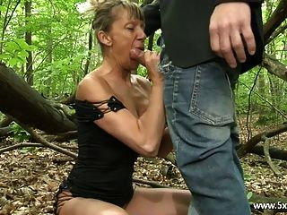 shanaelle um anal maduro fodido na floresta