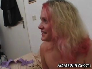 A namorada adolescente amada e busty suga e foda com cim