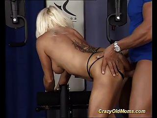 Mamas fortes primeiro sexo de musculação