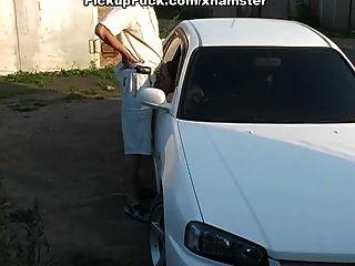 blowjob profundo no carro e ao ar livre