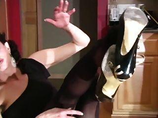 Manga magro em vestido preto. joi