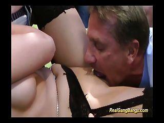adolescente tem boca e vagina cheia de coxas duras