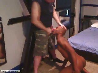 escravo negro suga galo do pai militar branco