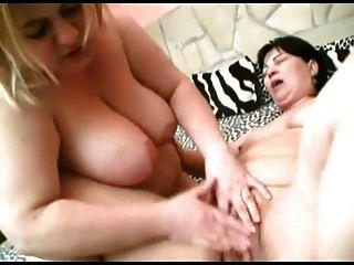 bbw lésbicas gf beijando guloseimas, chupando mamas, brincando com bichano