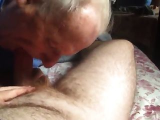 vovô dá blowjob quente