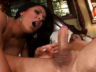 kiara mia é uma empregada sexy