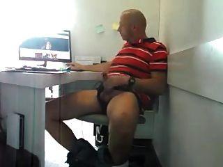 o pai do str8 tentando não se pegar no trabalho