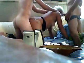rapazes fodem mulher velha