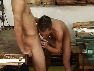 Twinks nus cum na boca
