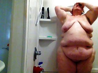 gatinha gorda no banho