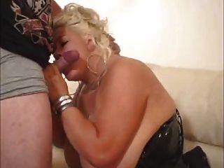 loira chubby com grandes peitos é uma merda