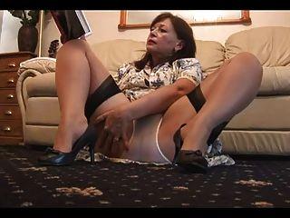 maduro peludo com calcinha e meias brancas