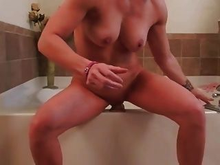 dona de casa se masturba com enorme vibrador