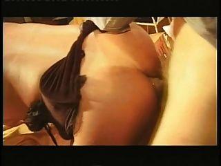 Tranny exótico com pequenos tits anal hardcore fodido na mesa na sala de estar
