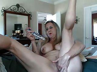 Granny quente com um vibrador