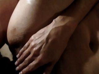 mulher peluda esmaga maciça enquanto está sendo fodida