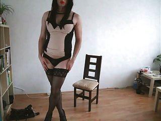 Ejaculação tranny quente em sexi lingerie