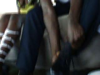 batendo na parte de trás da van