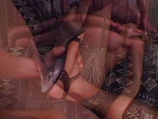 A prostituta toma uma injeção de carne dupla