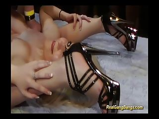 contorsionista em kamasutra real gangbang
