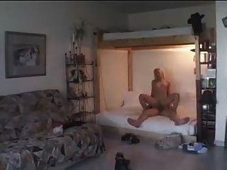 blonde se fait defoncer les fesses (gr 2)