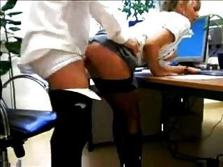 Secretário rubio quente em botas fodidas