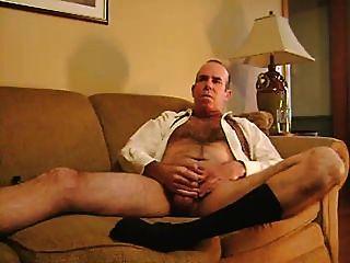 fuma e masturba em meias pretas