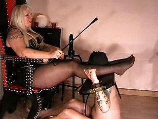 o escravo tem que amar seus pés