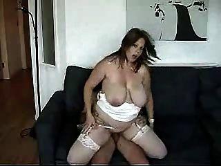 Chubby young milf quer ser uma atriz pornô.