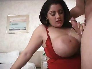 Bebê gordinho sexy com mamas enormes