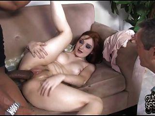 esposa coberta com jizz preto na frente do cuckold