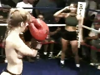 Real Boxe topless