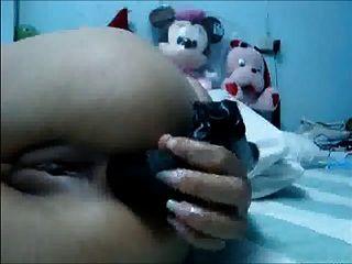 menina tailandesa tocando e dedilhando sua bunda e bichano