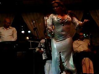 joana saahirah dançarino da barriga grande burro no nile maxim 2015