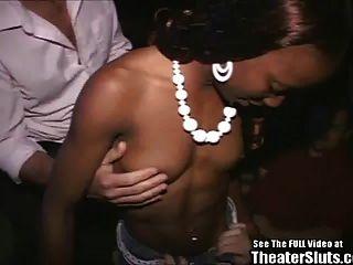 Pintinho negro desportivo devastado no teatro porno!