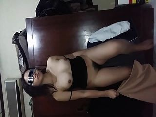 GF indonésia mostra seus peitos de pelúcia peludos e bunda