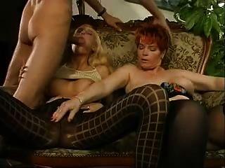 alemão maduro e milf em nylons compartilhando um galo