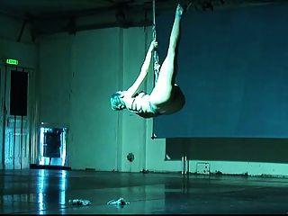 bailarina shibari auto-escravidão e suspensão