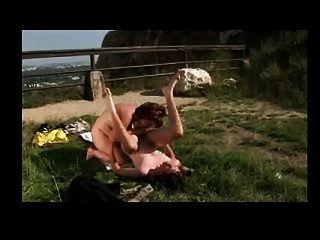 mulher madura fodendo ao ar livre