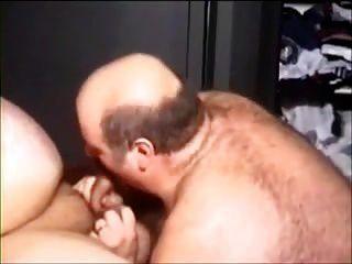 dois homens gordinhos sexy indo para ele